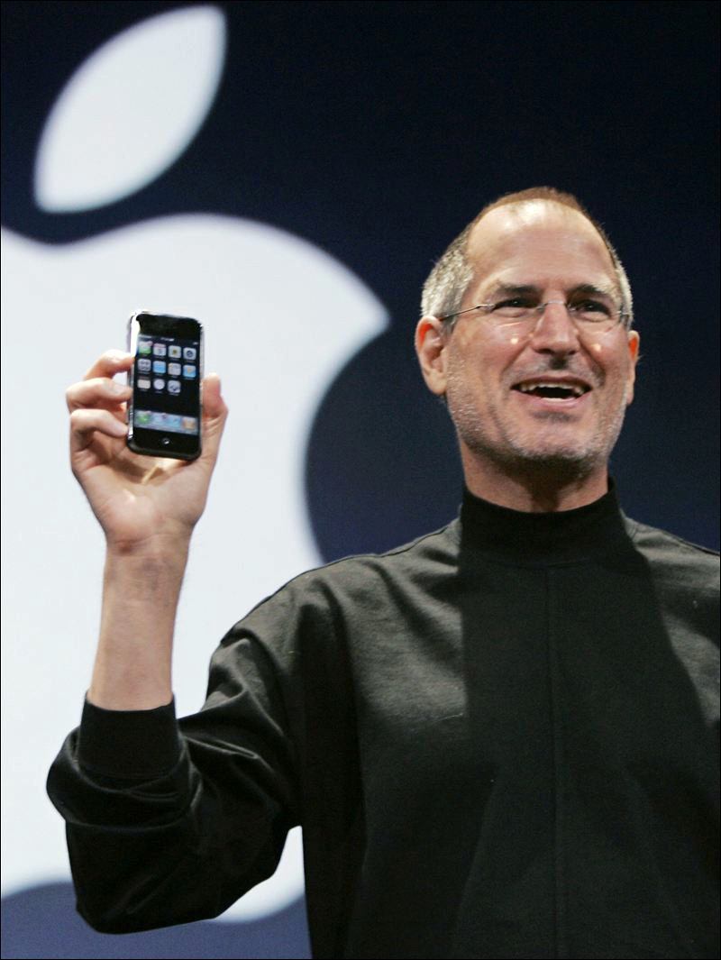 iPhone compie 8 anni Steve Jobs