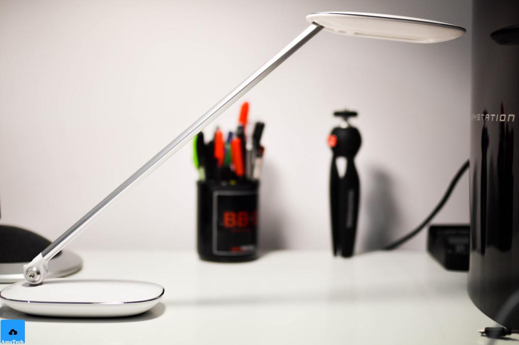 lampada da tavolo LED bianca multifunzione