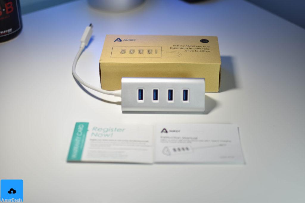 Hub USB C a 4 porte USB con porta di ricarica